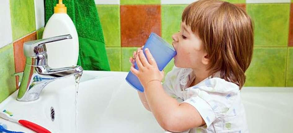 полоскании ротовой полости ребенком